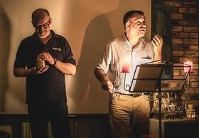 Bild: Amor & Bacchus - Überraschende Liebesgeschichten, ein 3-Gang-Menü und besondere Weine mit Frank Schroeder und Roman Noack