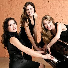 Bild: Das Tripelklavier | Alyana, Alina und Anne - Some Handsome Hands