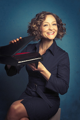 Bild: Anne Folger - Klavierkabarett- Klassikcrossover