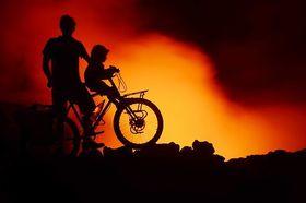 Bild: Der pazifische Feuerring – mit Fahrrädern und Kindern um den Pazifik