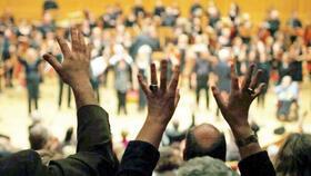Bild: Auge und Ohr - Konzert mit dem Gebärdenchor St. Georg, dem Chor Brückenschlag und Peter Worms