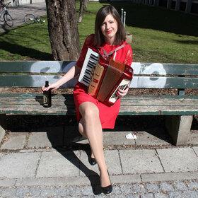 Bild: Ned blöd ... für a Frau! - Soloprogramm von & mit Claudia Pichler