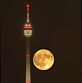 Bild: Panoramakonzert auf dem Stuttgarter Fernsehturm - SALONIKER STRING AND SWING ORCHESTRA