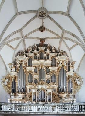 Bild: Konzert im Kreuzgang bei Kerzenschein