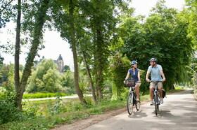 Bild: Die historische Wetzlarer Landhege mit dem eigenen Fahrrad
