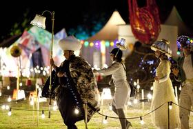 Bild: Theater Anu MORALAND - Sommerlicher Lichterzauber auf der Insel Mainau
