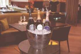 Bild: Champagner-Menü im Schloss Fleesensee