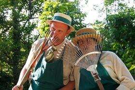 Bild: In Beeten und Bäumen – Poetisch musikalischer Gartenbesuch - In Beeten und Bäumen – Poetisch musikalischer Gartenbesuch