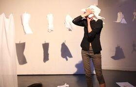Bild: Lindy Annis: Frankenstein - Ein Papierstück