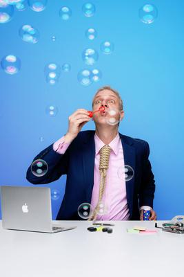 Bild: Hans Gerzlich - Bürogeflüster - Jetzt geht die Party richtig los!