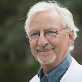 """Bild: Der ErnährungsDoc Dr. Jörn Klasen - """"Mit der richtigen Ernährung kann man Krankheiten heilen"""""""