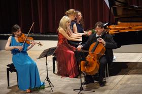 Bild: Würzburger Klaviertrio trifft Anna und Ines Walachowski