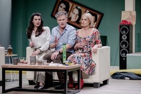 Bild: Eine Stunde Ruhe - mit Timothy Peach, Nicola Tiggeler, Saskia Valencia u. a.