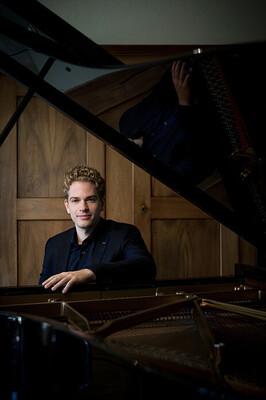 Bild: Joseph Moog - Werke von Schubert, Liszt, Fauré & Ravel