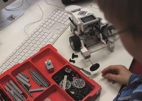 Bild: Malroboter bauen und programmieren - Lego Mindstorms EV3 - Workshop mit dem ZKM