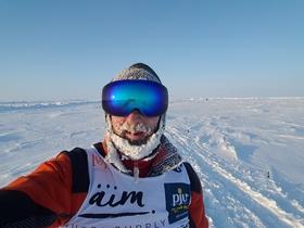 Zu Fuß vom Nordpol in die Antarktis