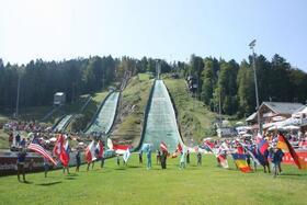Bild: Rothaus FIS Grand Prix Sommerskispringen - Schanzen Rock Wombats - Livemusik