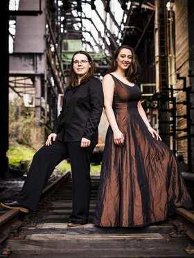 Bild: AMORS SPIEL: Esther Valentin (Mezzosopran) & Anastasia Grishutina (Klavier)