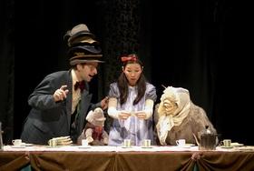 """T-Werk & Theater NADI zeigen: """"Alice im Wunderland"""" - Schauspiel mit Musik und Masken frei nach Texten von Lewis Carroll (5+)"""