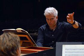 Bild: Stuttgarter Philharmoniker - Solist (Klavier) und Dirigent: Dan Ettinger