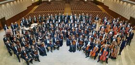 Bild: Novosibirsk Philharmonic Orchestra - Dirigent: Thomas Sanderling; Solist: Ivan Karizna, Violoncello