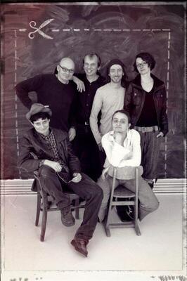 Bild: BEATBAR - Mit Bass, Cajon, Gitarre, Ukulele, Harp, Gesang – und Electribe plus Keyboard.