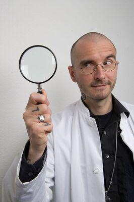 Bild: Dr. Mark Benecke - Bakterien, Gerüche und Leichen