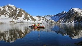 Bild: Spitzbergen – 850 Kilometer mit dem Kayak um die Insel der Eisbären - Live Film- und Bilderreportage von Jürgen Schütte
