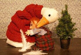 Bild: Die Weihnachtsgans Auguste - Ein köstlicher Familienkrimi für Kinder ab 4+ mit Puppen, Mensch und Mozarts Musik