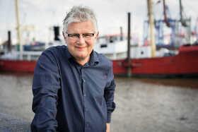Bild: Janne Mommsen liest aus »Die Bücherinsel« - Autorenlesung