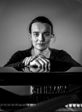 Bild: Kyra Steckeweh – Klavier mit Werken von Emilie Mayer und Ethel Smyth