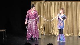 """Bild: Showspaß für Kinder und Familien - Theater, Artistik und Witz mit Coq au Vin - """"Die fabelhafte Zauberwelt von Polly und Dolly"""""""