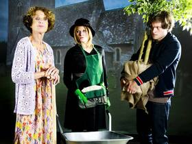 Bild: Harold und Maude - Komödie von Colin Higgins mit Kathrin Ackermann, Raphael Stompe, Manuela Denz, Sebastián R. Delta u. a.
