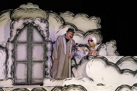 Bild: Kikeriki Theater - Himmel, Arsch & Zwirn
