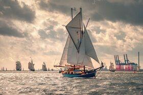Bild: Wilhelmshaven Sailing-CUP - Wilhelmshaven unter Segeln