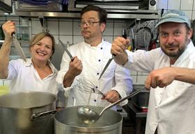 Bild: Jacqueline Amirfallah & Comedy Company: Schmeckt`s? - Die Impro- Kochshow