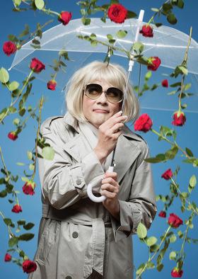 Bild: GASTSPIEL Irmgard Knef Solo for one - Musical Comedy - Ein Lied kann eine Krücke sein -