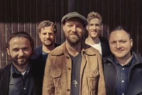 Bild: Henrik Freischlader Band - LIVE