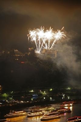 Bild: Rhein in Flammen das Original - Die Nacht der Loreley - Schifffahrt mit Feuerwerk inkl. 2-Gänge-Menü