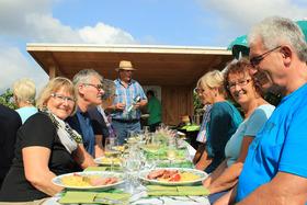 Bild: Kulinarische Weinwanderung auf dem Bad Krozinger Rebberg