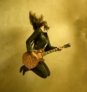 Bild: LAURA COX - High Voltage Rock'n'Roll