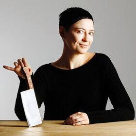 Bild: Misstrauensvotum. Vielleicht ein Heimatabend - Petra Piuk und Ulrike Wörner