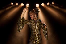 Ikenna sings Whitney Houston´s Greatest Hits