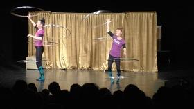 Bild: Showspaß für Kinder und Familien - Theater, Artistik und Witz mit Coq au Vin -