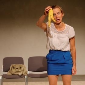 Bild: Frauenquote - ein Stück Frau - Premiere