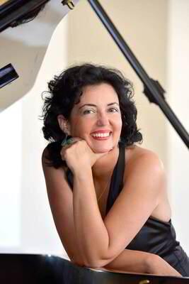 Bild: Neujahrskonzert - mit der Pianistin Anne-Rose Terebesi