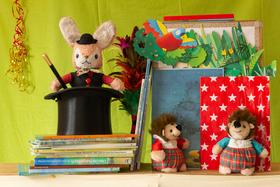 Bild: Pina Bucci Teatro · »Der zauberhafte Kinderbuchladen« · für Kinder ab 4 Jahren und ihre Familien