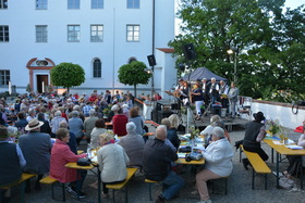 Bild: Sommer-Sonnwend-Open Air - Sing mit im Rudel im Schlosshof
