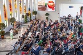 Bild: Eröffnung der Messe: 10 Uhr