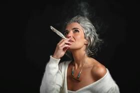 Lula Pena - Die portugiesische Sängerin und Gitarristin mit Fado, Folk, Blues, Flamenco,…